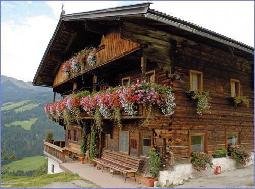 dillentalhof-auffach-tirol tyrol balcony flower-old-farmhouse-farm-flowers-flowers-jewelry-balcony