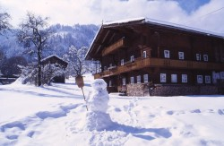 farm-yard-old-wildschoenau-winter-tirol-beautiful-panaroama outlook outlook-tourism-high valley