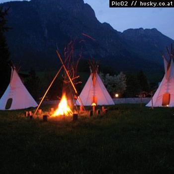 tipizelt-indianerzelt-indianerdorf-indianer-kinder-spielplatz-western-cowboy-lagerfeuer-wildschoenau-tirol-angerberg