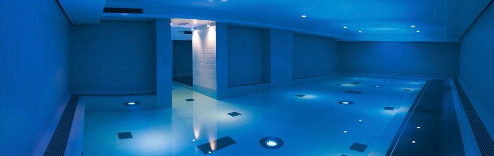 basen z wodą słoną-odzyskać-wellness-wakacje Wildschoenau-Tyrol-swim-spa-wakacje Alpy